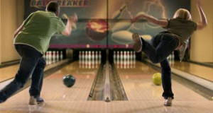 male on left female on right bowling at the the same time basic equipment for bowling bowling ball 10 bowling pins